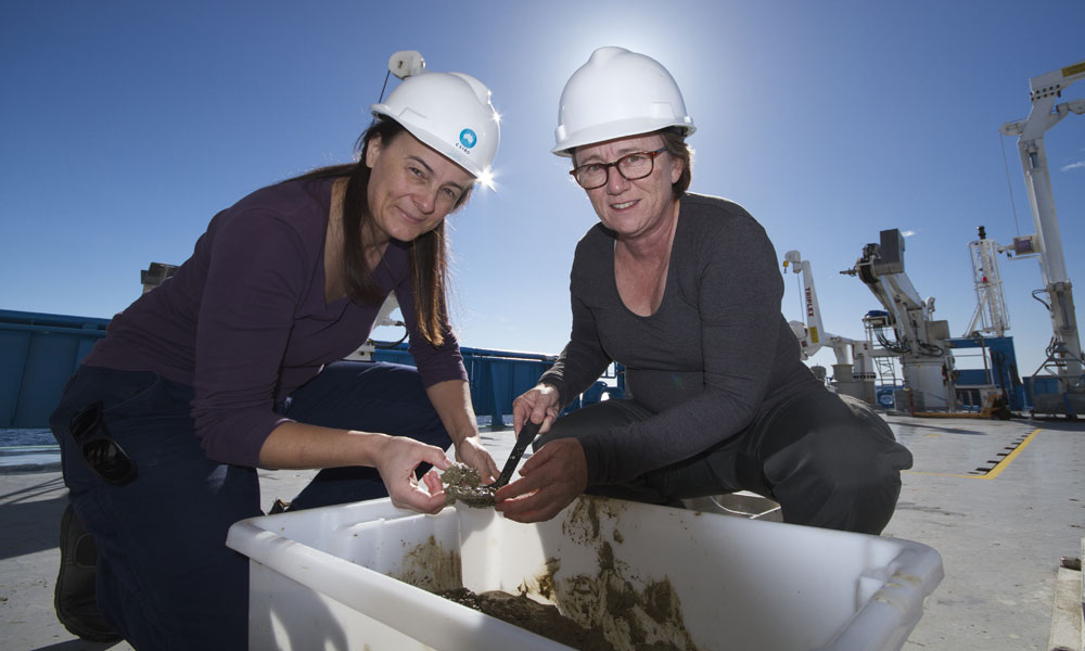 Dr Leanne Armand (left), coordinator of CAPSTAN. © MNF